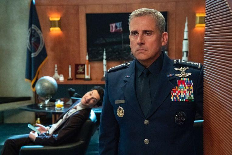 Steve Carell als General Mark R. Naird in de Netflix serie Space Force. Beeld Filmstill