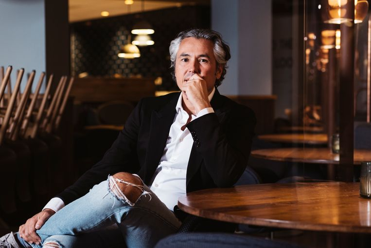 Michel Pais in zijn lege restaurant No Rules. Beeld Jurre Rompa