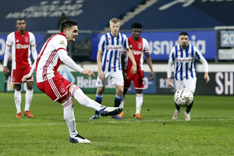 Dusan Tadic scoort de 0-2. Beeld ANP
