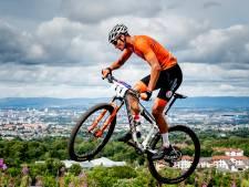 Uitstel Tokio beïnvloedt carrière Van der Poel: 'Ik blijf mountainbiken'
