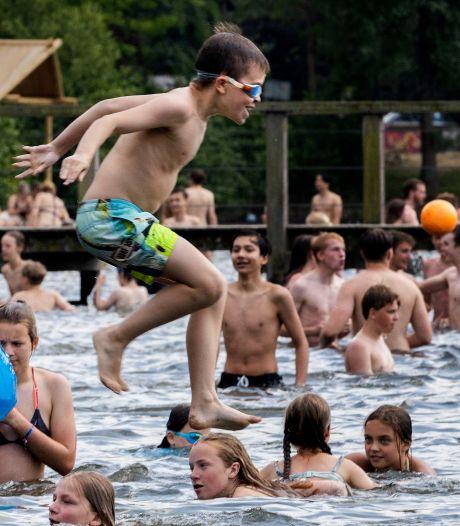 Corona lijkt wel érg ver weg tijdens gezellig drukke dag op strandbad IJzeren Man