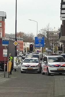 Neergestoken agent in Helmond buiten levensgevaar, 21-jarige verdachte opgepakt