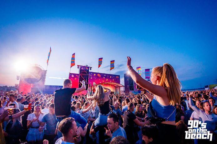 Festival 90's on the beach vond vrijdag 9 juli plaats bij de Cattenbroekerplas in Woerden.