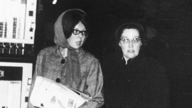 H.K.H. Prinses Beatrix bezocht in 1965 vermomd de Wallen, samen met Majoor Bosshardt Beeld Leger des Heils