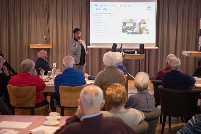 Raalte Zwakenberg bijeenkomst voor ouderen, met  aan het woord Ingrid van t Klooster van de Rabobank