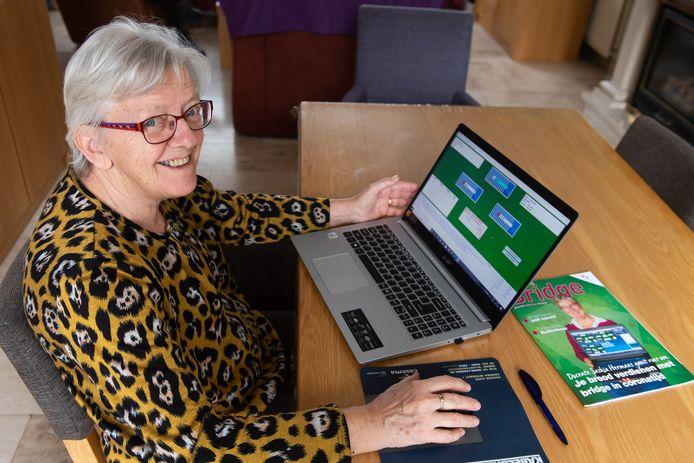 Online bridgen is populair in de coronatijd. Erie Lievens uit Terheijden in een fanatieke online bridge speler.