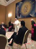 Dotan tijdens zijn ontmoeting met paus Franciscus.