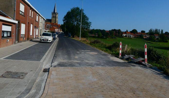 Er is weer verkeer mogelijk in de Vierstraat in Wijtschate.