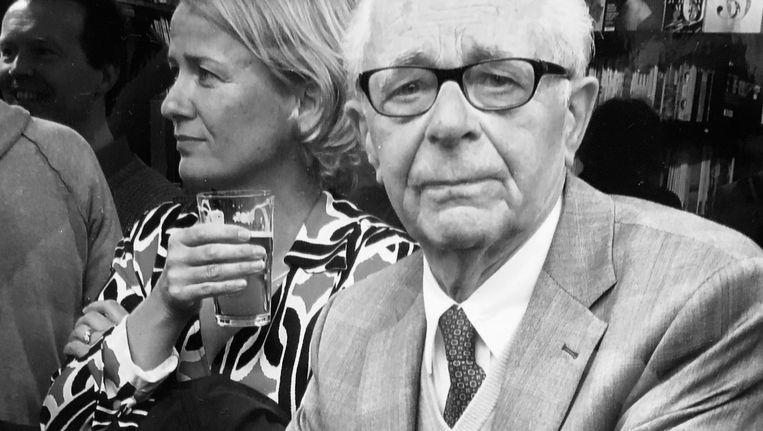 Ko van Leest trakteerde zijn klanten soms op een glaasje sherry en een goede discussie over literatuur Beeld -