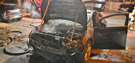 Auto verwoest door brand in Waalre