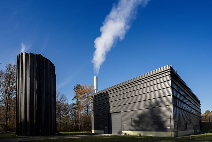 De *biomassacentrale* in *Meerhoven*, Eindhoven levert warmte voor Ennatuurlijk.