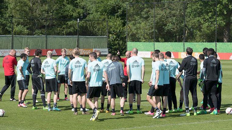 De selectie trainde vanochtend achter gesloten deuren Beeld Ajax.nl/Louis van de Vuurst