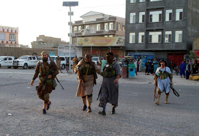 Veiligheidstroepen in Herat, een stad die de Taliban in handen probeert te krijgen.