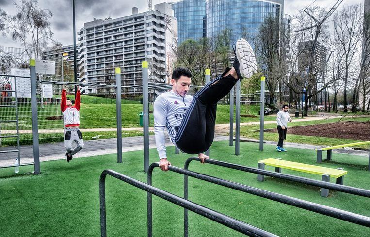 In het Maximiliaanpark heeft de stad Brussel in sportinfrastructuur voorzien. Beeld Tim Dirven