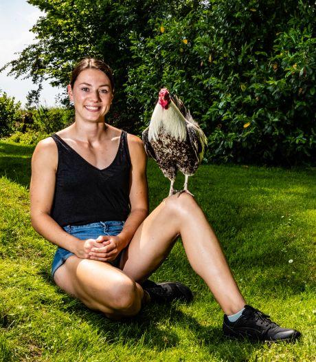 Emma Oosterwegel uit Diepenveen had vroeger moeite met té gespierd lijf maar kijkt nu trots in de spiegel