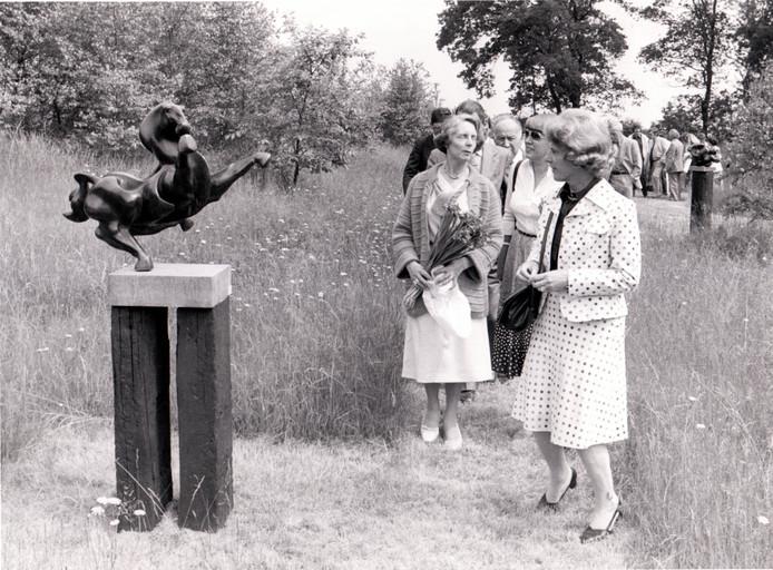 23 juni 1979: Minister Gardeniers was op de opening van de beeldententoonstelling bij de Hoge Hees in Eersel.