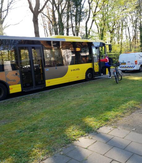 Stadsbus botst op fietser in Soesterberg