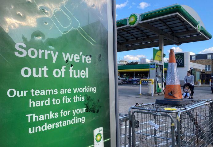 Een benzinestation van BP in Londen heeft geen benzine meer voorradig.