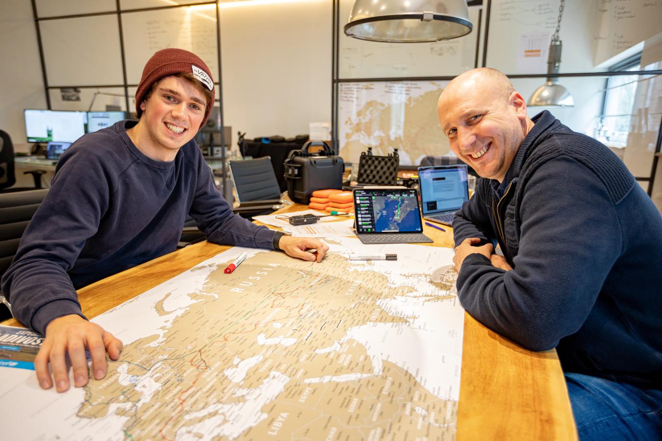 Lex Meijer en Andras Fictoor (rechts) gaan op expeditie naar Vladivostok.