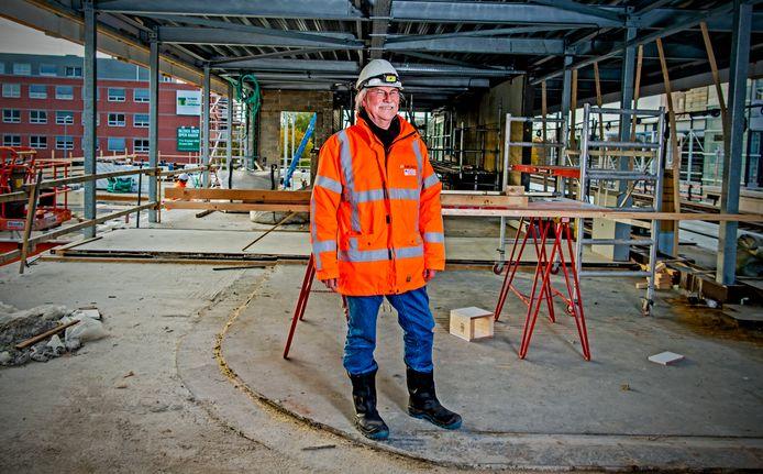 Ingenieur Johan Riedstra (65) werkt al 50 jaar voor dezelfde werkgever.