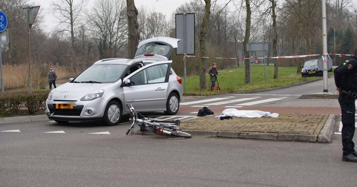 Ernstig ongeval in Warnsveld: oudere man geschept door auto op rotonde Draaiomsdreef.