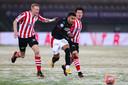 Donyell Malen maakte op het besneeuwde kunstgras van Sparta twee belangrijke doelpunten voor PSV, dat met 3-5 won.
