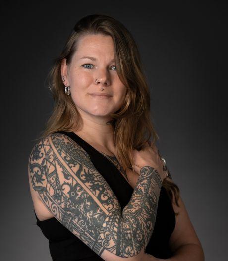 Iris werkte op kantoor maar werd tattooartiest: 'Mijn ouders hadden een andere carrière voor me in gedachten'