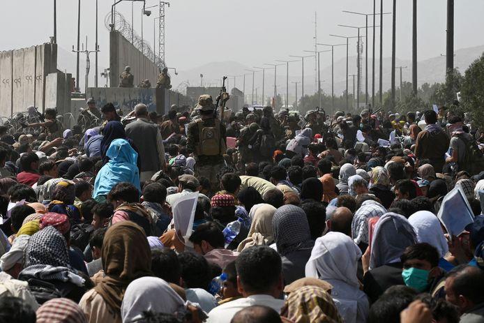 20 augustus: enkele dagen na de machtsovername door de taliban verzamelen duizenden Afghanen aan de luchthaven in Kaboel in een poging het land te ontvluchten.
