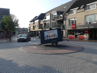 """Aanhangwagen Vooruit staat in het midden van de rijbaan: """"Gelukkig is er niemand tegen gereden"""""""