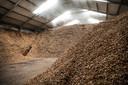 Brandhout voor de biomassacentrale van Brouwer in Balkburg. De broers willen ook een centrale bouwen in Zwolle.