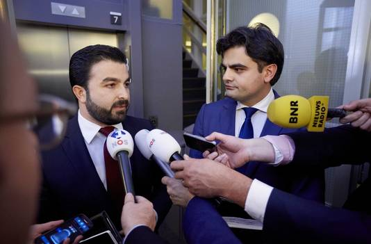 Tunahan Kuzu (rechts) en Selcuk Öztürk stonden gisteravond de pers te woord na hun uitzetting uit de PvdA.