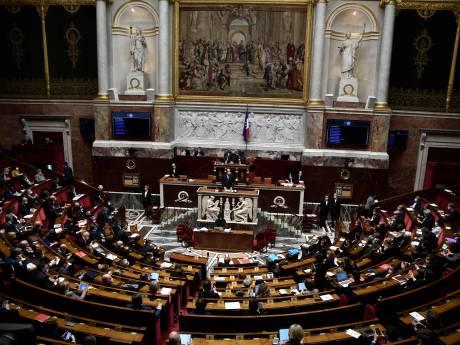 """La France adopte définitivement la proposition de loi controversée sur la """"sécurité globale"""""""