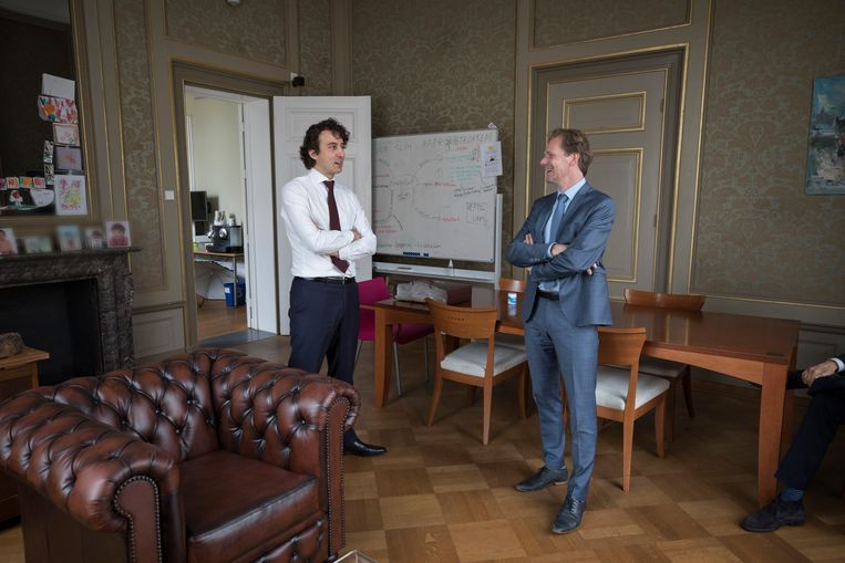 Bart Snels (rechts) in gesprek met Jesse Klaver. Beeld Werry Crone