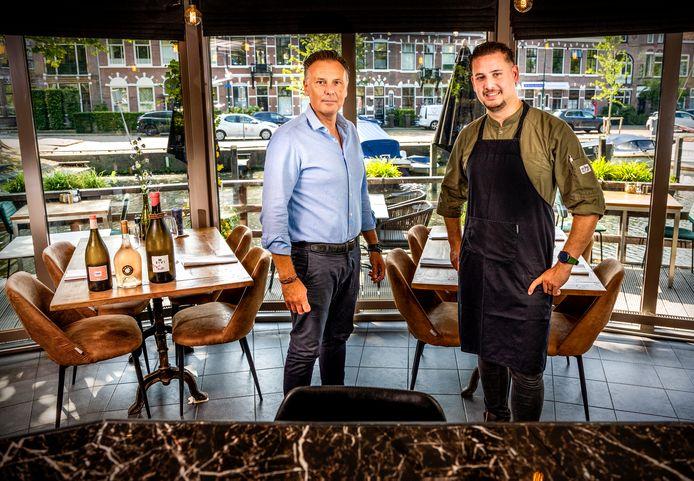 Van links naar rechts. Eigenaar Guido Jansen en COkehefkok Giovanni de Goede Foto: Frank de Roo