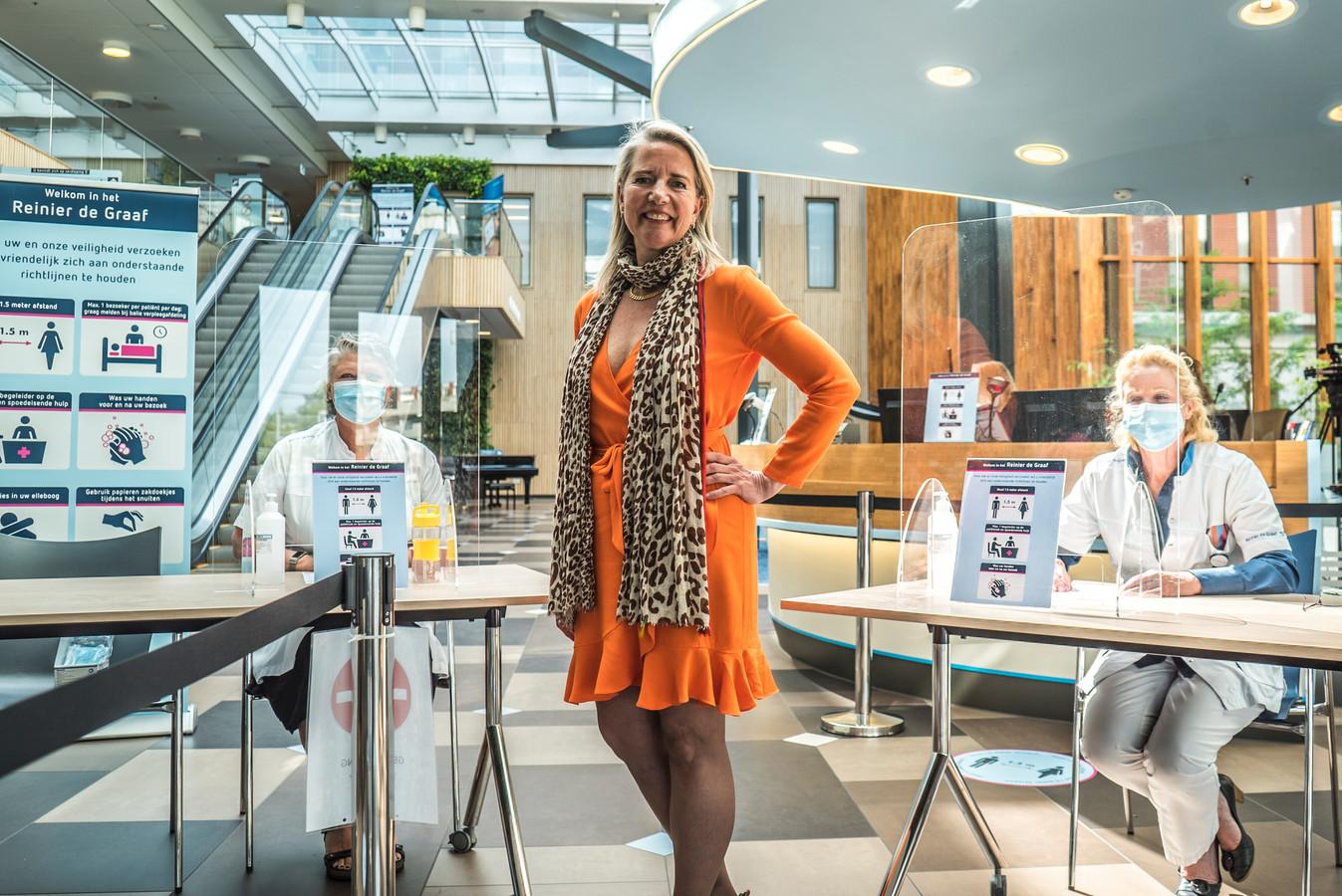 """Directievoorzitter Carina Hilders van het Reinier de Graaf ziekenhuis:  ,,De druk op onze zorgprofessionals is erg hoog."""""""
