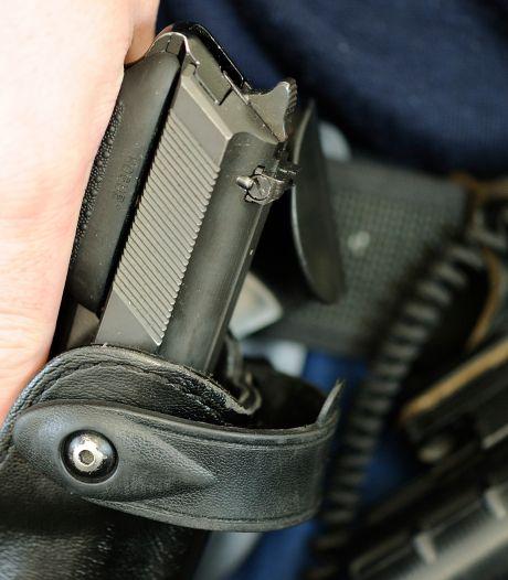 Agent trok wapen na bedreiging met mes in huis Doetinchem