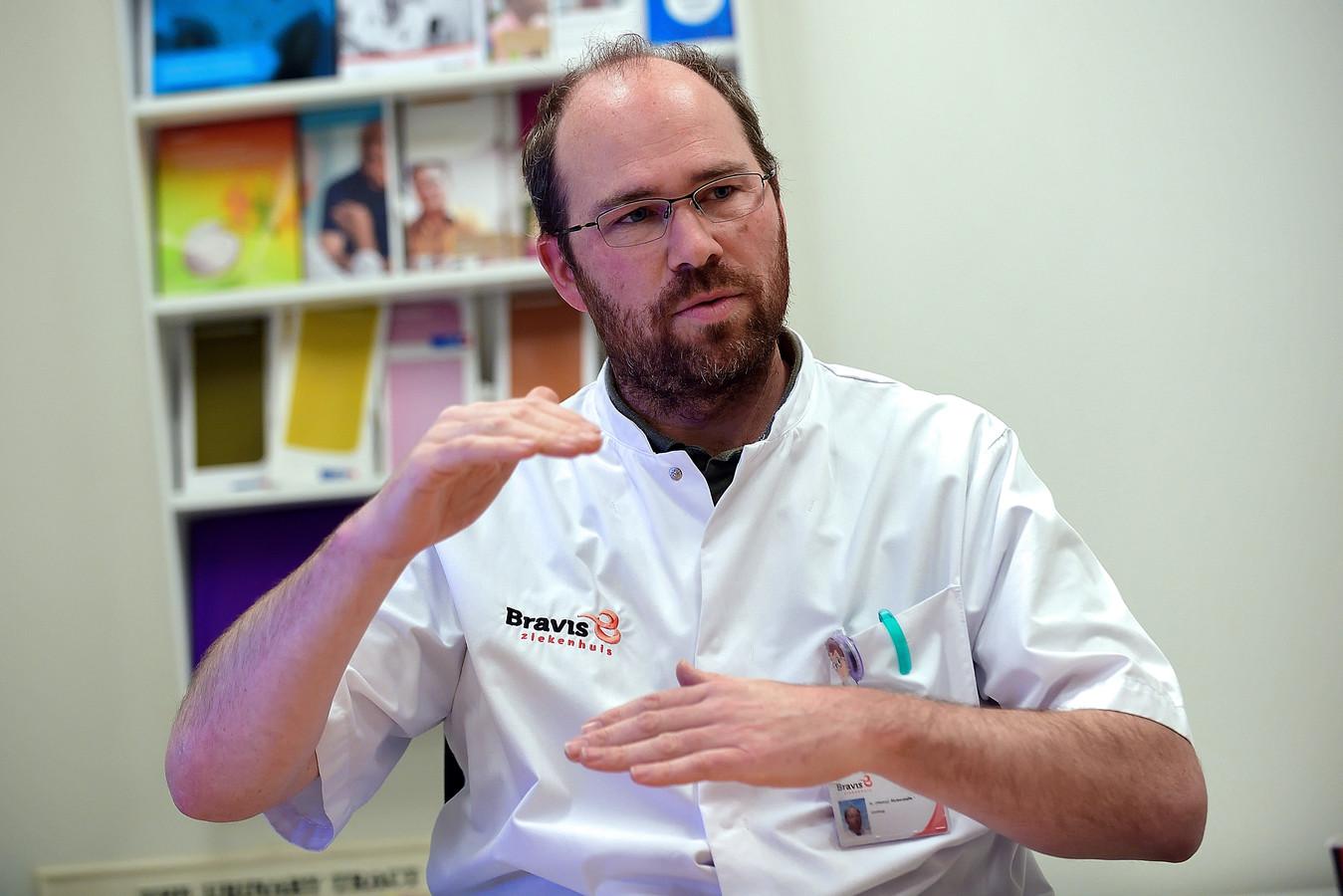 Henry Bickerstaffe, uroloog bij het Bravis Ziekenhuis in Bergen op Zoom en Roosendaal.