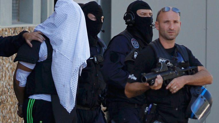 Yassin Salhi wordt weggeleid door de politie in juni 2015. Beeld REUTERS