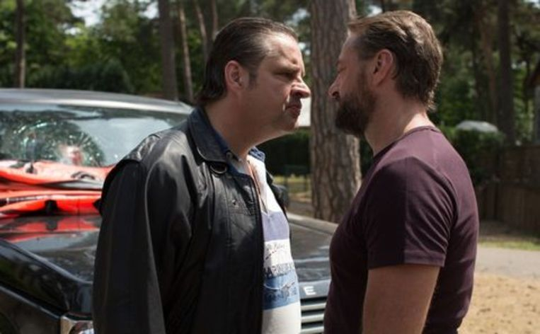 Frank Lammers en Tom Waes in de VRT- en Netflix-reeks 'Undercover'. 'Het eerste seizoen is gebaseerd op de operatie tegen drugsbaas Janus van Wesenbeeck. Veel elementen zijn een-op-een vertaald naar de serie.' Beeld Netflix