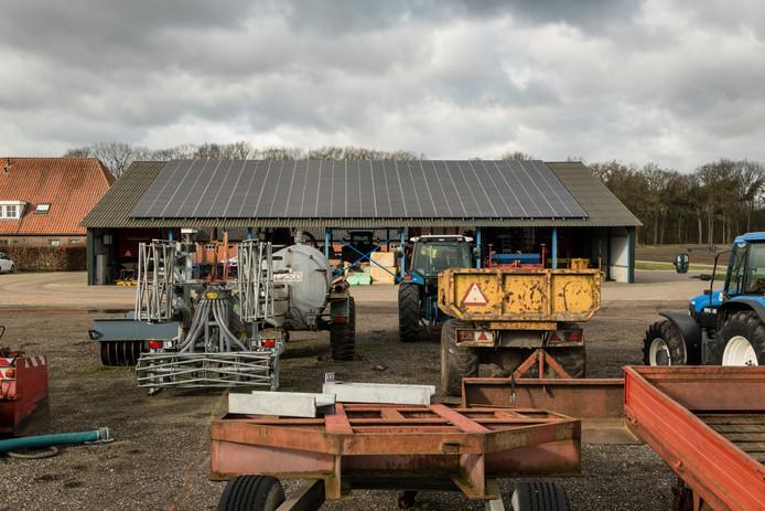 Coöperatiepanelen op het dak van loonbedrijf Wissink in Rietmolen.