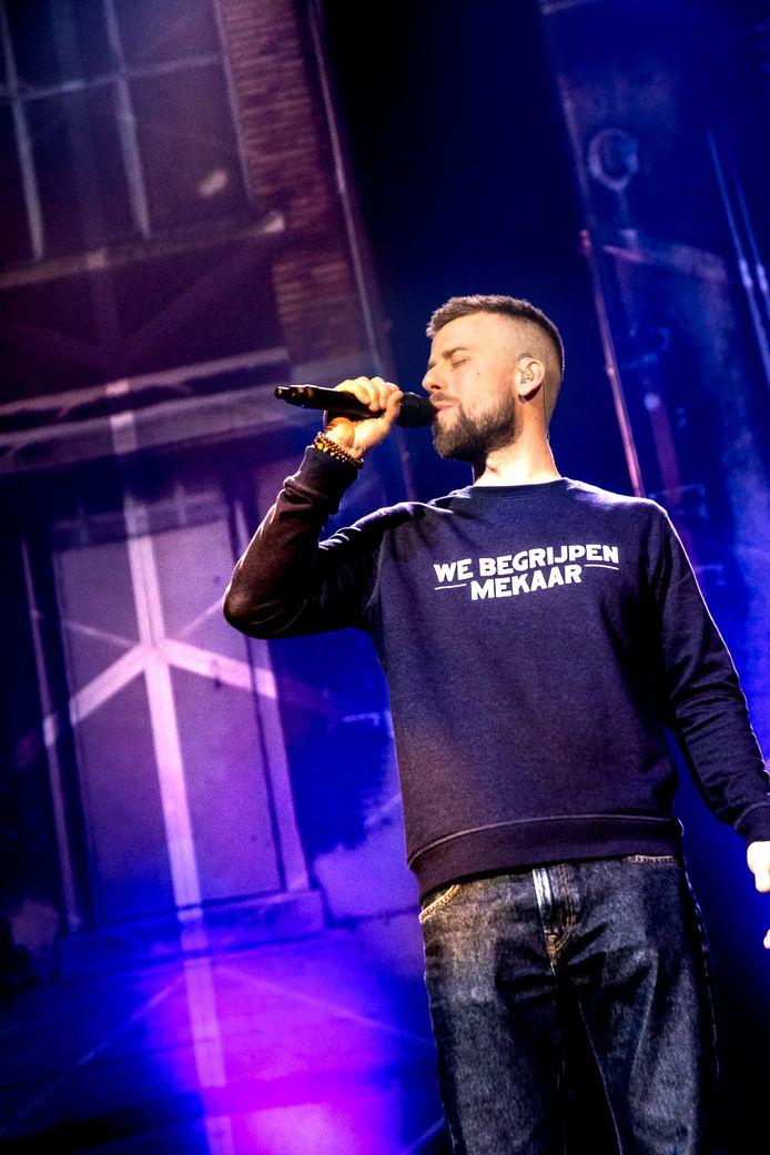 Tourist Le Mc droeg op zijn optreden in de Lotto Arena al een van zijn eigen truien ontworpen door Kleir