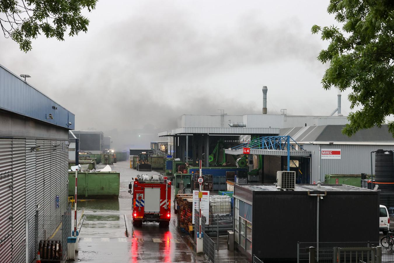 Vierde keer brand in een jaar bij recyclingbedrijf Mirec op De Hurk in Eindhoven.