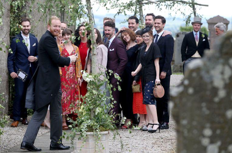 De verschillende gasten poseren voor een foto.