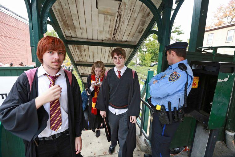 Studenten van het Chestnut Hill College in Philadelphia bij een Harry Potter-festival. Beeld AP