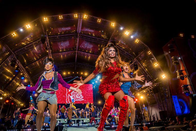 Een impressie van de musical Kinky Boots tijdens de Sing-a-Long als afsluiting van het culturele festival De Uitmarkt in Amsterdam in 2019. Beeld ANP