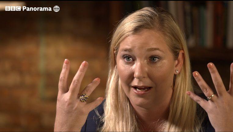 Virginia Giuffre tijdens het interview met de BBC waarin zij prins Andrew ervan beschuldigt dat deze driemaal seks heeft gehad met haar toen zij 17 jaar was. Buckingham Palace sprak de beschuldigingen tegen. Beeld AP