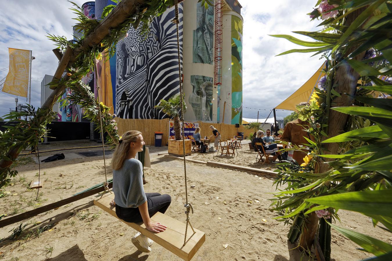 Costa del Silo op het terrein naast de Kaaihallen tijdens de Bossche zomer.