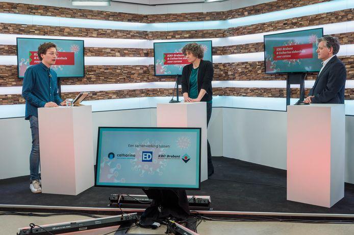 Live-uitzending met artsen van het Catharina Ziekenhuis. Van links naar recht: presentator Jelle Krekels, geriater Judith Wilmer en longarts Pascal Wielders.