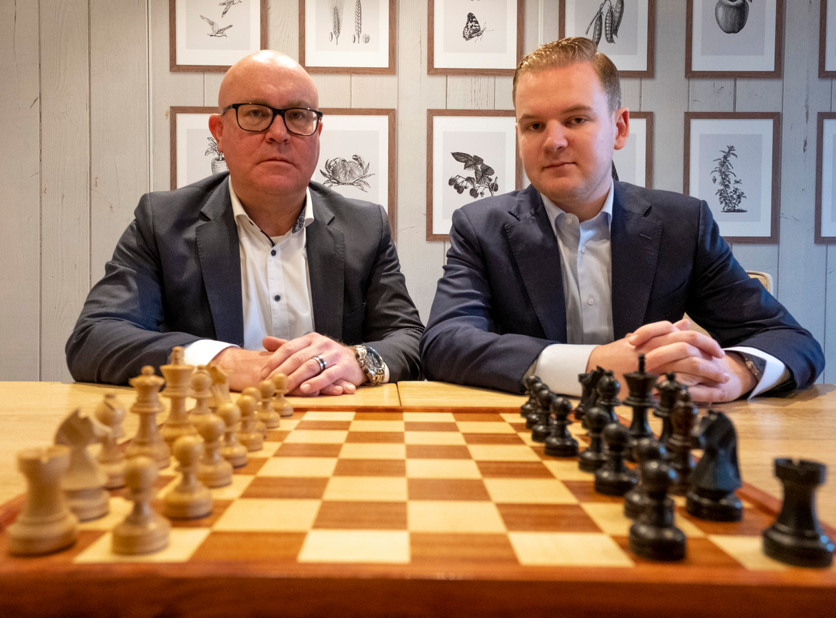 Fractievoorzitter Stijn van Kervinck (r) en oud-wethouder Marcel Steketee willen door in de Veerse politiek.