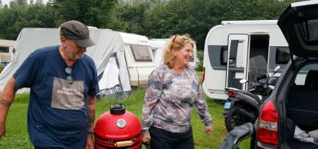 Campings in Herwijnen en Woudrichem staan straks blank door hoogwater en dus moet iedereen nu weg
